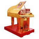 Vergoldetes Wellpapp-Display im Design eines Klaviers von Mozart